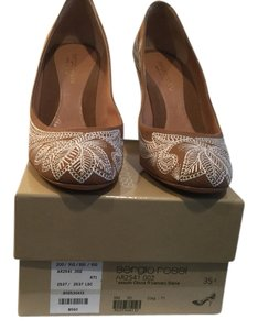 Sergio Rossi Lining Soles Made Italy Brown and white fabric and leather gorgeous topstitching Italian E35.5 Pumps