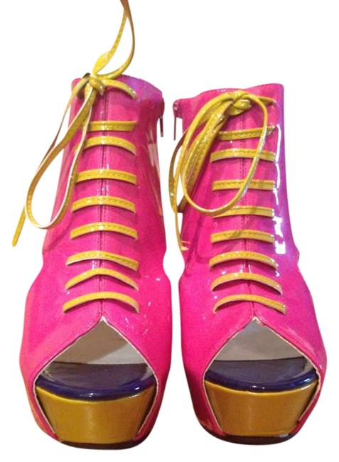 Item - Hot Pink Boots/Booties Size US 6.5