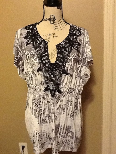 One World Crochet Comfortable Short Sleeve Office Relaxed Top Black & White