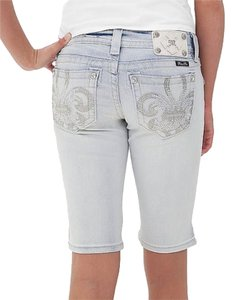 Miss Me Signature Bermuda Shorts Crystal Capri/Cropped Denim-Light Wash