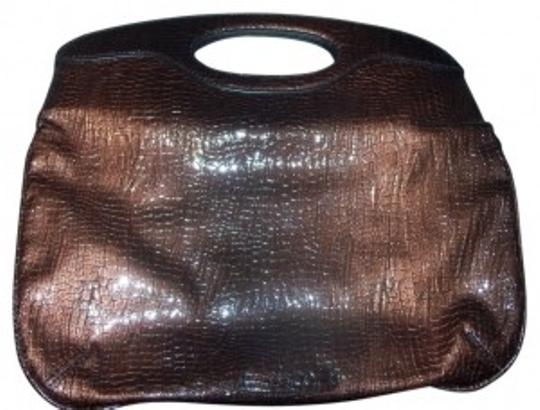 Preload https://img-static.tradesy.com/item/34430/nine-and-co-brown-ombre-faux-crocodile-embossed-patent-leather-clutch-0-0-540-540.jpg