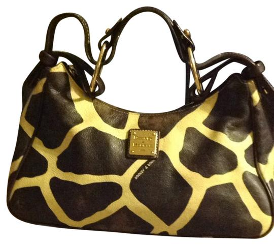 Preload https://img-static.tradesy.com/item/3444694/dooney-and-bourke-giraffe-collection-browncream-leather-shoulder-bag-0-0-540-540.jpg