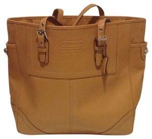 d1be43e666 Added to Shopping Bag. Coach Shoulder Bag. Coach D0767-f10413 Camel Leather  ...