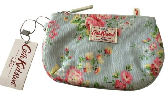 Preload https://item5.tradesy.com/images/cath-kidston-baby-blue-red-pink-london-little-daisy-rose-flora-flower-printed-oil-cloth-zip-coin-cas-3446824-0-0.jpg?width=440&height=440