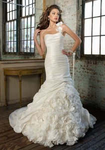 Mori Lee Ivory/White Taffeta and Organza Angelina Faccenda 1218 Formal Wedding Dress Size 6 (S)