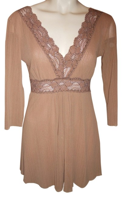 Preload https://img-static.tradesy.com/item/3448591/beige-petit-pois-by-g-m-night-out-top-size-8-m-0-0-650-650.jpg