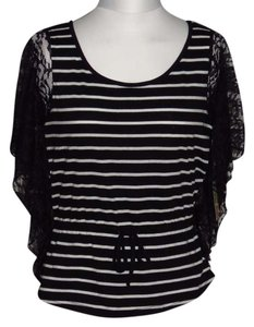 Dream out loud by Selena Gomez Top Black/White