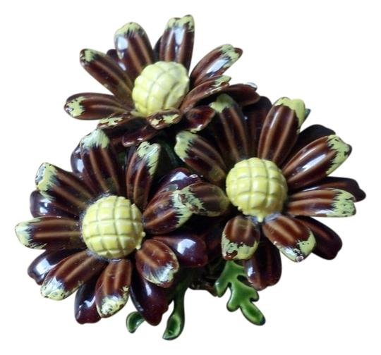 Preload https://item2.tradesy.com/images/yellow-brown-and-green-vintage-daisy-pin-brooch-3455431-0-0.jpg?width=440&height=440