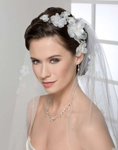White Flower Comb with Crystal Center Hair Accessory