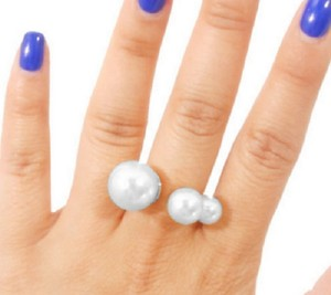 Other GLAM-IT-UP! BOLD PEARL STATEMENT RING IN SILVER TONE