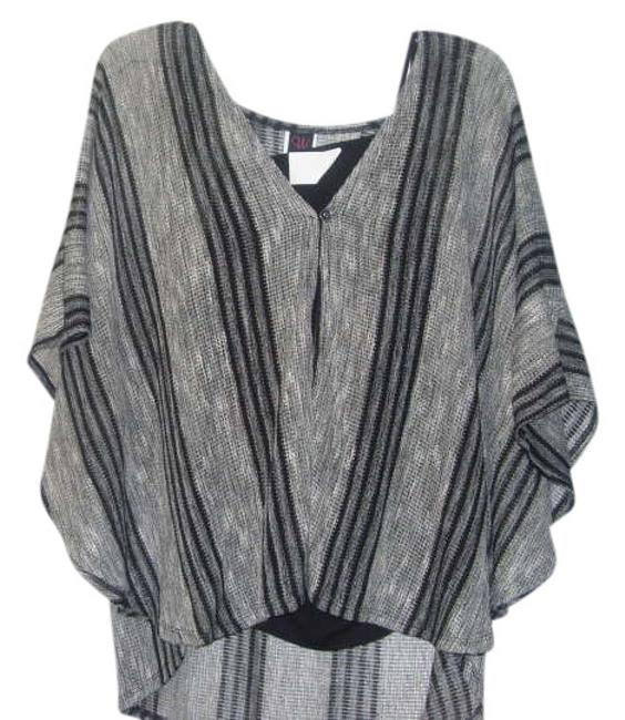 Item - Gray Black and White Top