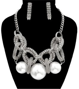 GLAM-IT-UP! CHUNKY FAUX PEARL SILVER TONE NECKLACE & EARRINGS SET