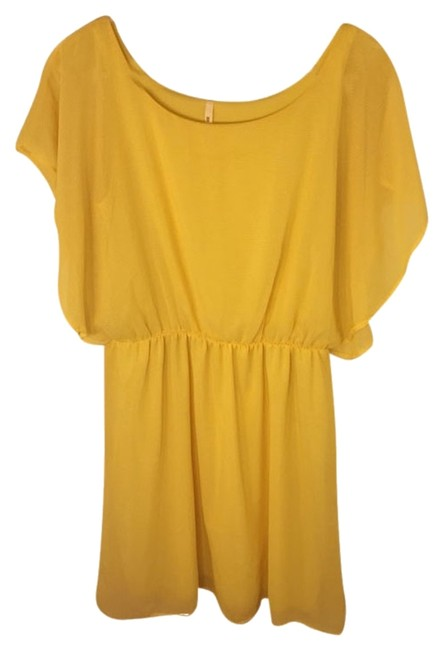 Yellow Flattering Short Casual Dress Size 12 (L) Yellow Flattering Short Casual Dress Size 12 (L) Image 1
