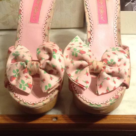 Betsey Johnson Pink/GREEN Sandals