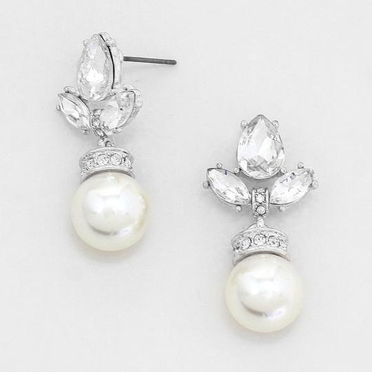 Preload https://img-static.tradesy.com/item/3476512/cream-and-clear-crystal-elegantly-chic-drop-evening-earrings-0-0-540-540.jpg