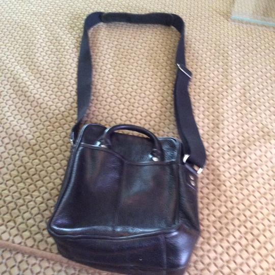 Ellington Leather Multi-compartments Travel Cross Body Bag