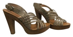 Banana Republic light gray/neutral Sandals