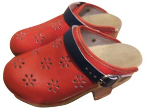 Hanna Andersson Classic Wooden Blue Cut Out Cut Outs Girls Womens Extra Small Holland Scandinavian Swedish Norway Sweden Leather All Red Navy Mules