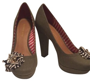 Gianni Bini Olive With Navy And White Accents Pumps - item med img
