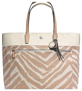 Coach Tote in Ivory/Tan