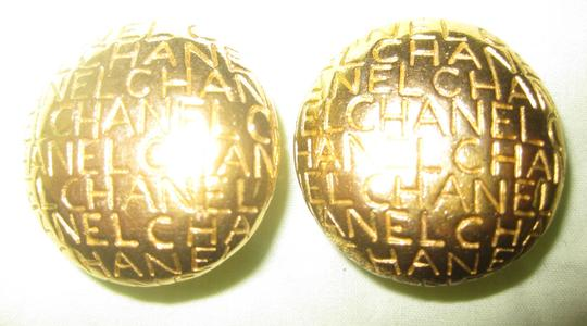Chanel CC Logo Gold Alphabet Lettering Words Letters Round Clip-on Vintage