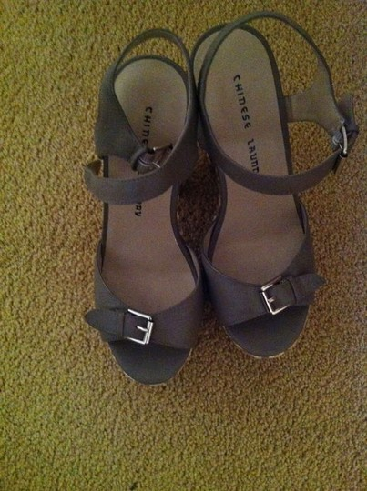 Chinese Laundry Platform Buckles Like New Tan Sandals