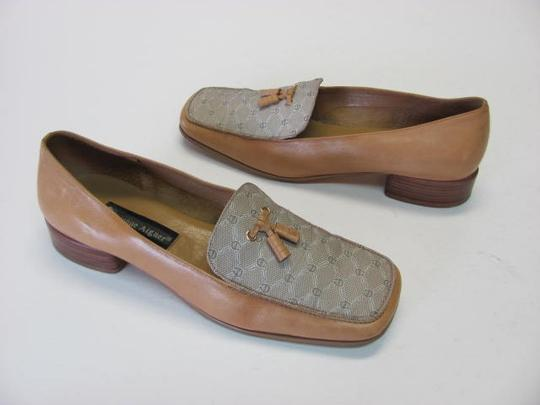 Etienne Aigner Leather Size 8.50 Good Condition TAN Pumps