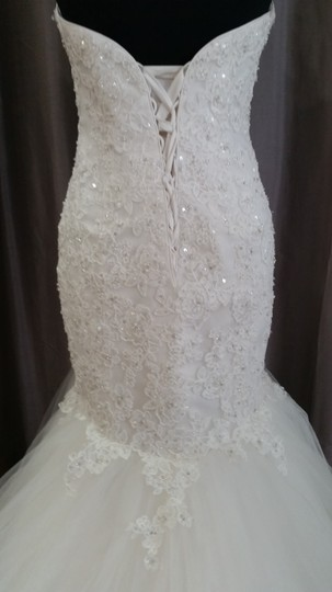 Maggie Sottero Ivory Beaded Embroidered Lace On A Tulle 4mw891 Traditional Wedding Dress Size 10 (M)