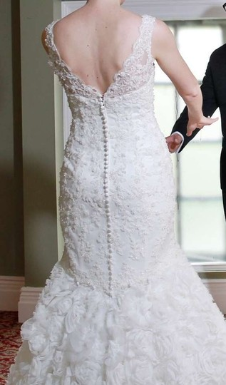 Dennis Basso Off-white Lace with Beads On Body Tulle Roses On Skirt Feminine Wedding Dress Size 4 (S)