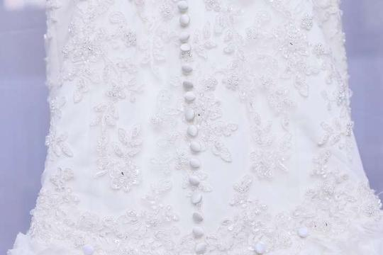 Dennis Basso Off-white Lace with Beads On Body Tulle Roses On Skirt Feminine Dress Size 4 (S)