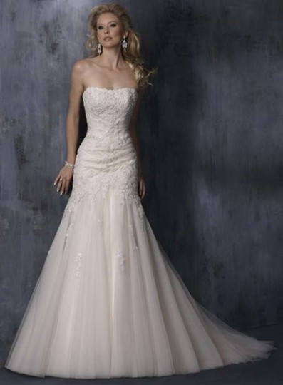 Maggie Sottero Ivory Anniston Feminine Wedding Dress Size 6 (S) Image 0
