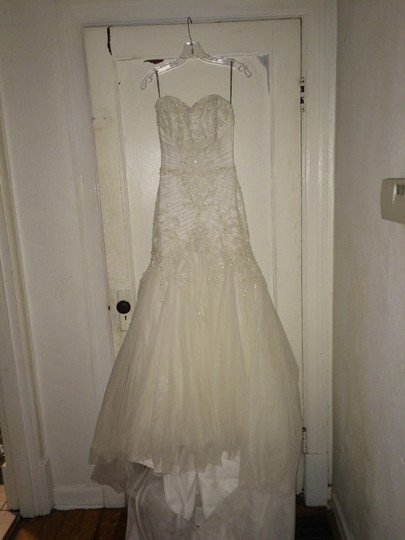 Maggie Sottero Ivory Anniston Feminine Wedding Dress Size 6 (S)