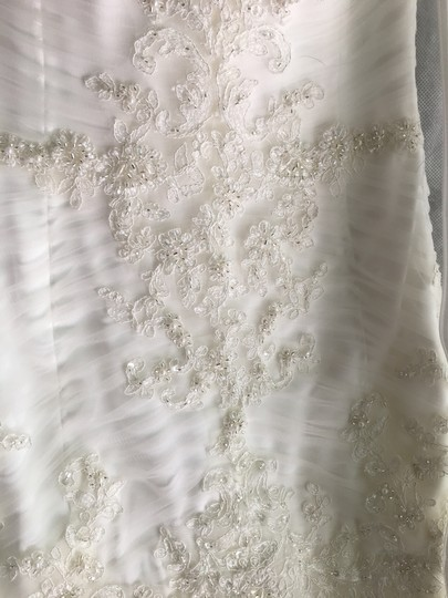 Maggie Sottero Ivory Anniston Feminine Wedding Dress Size 6 (S) Image 7