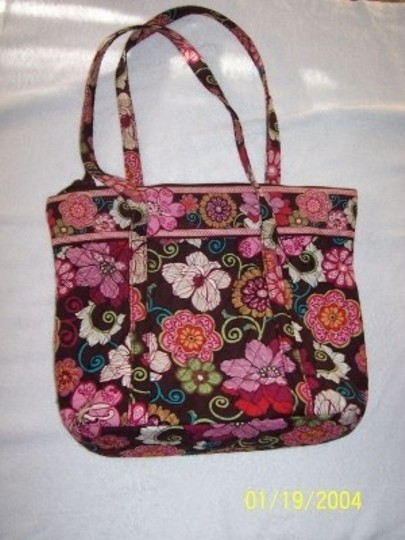 Preload https://item5.tradesy.com/images/vera-bradley-large-floral-2-handle-cotton-tote-35014-0-0.jpg?width=440&height=440