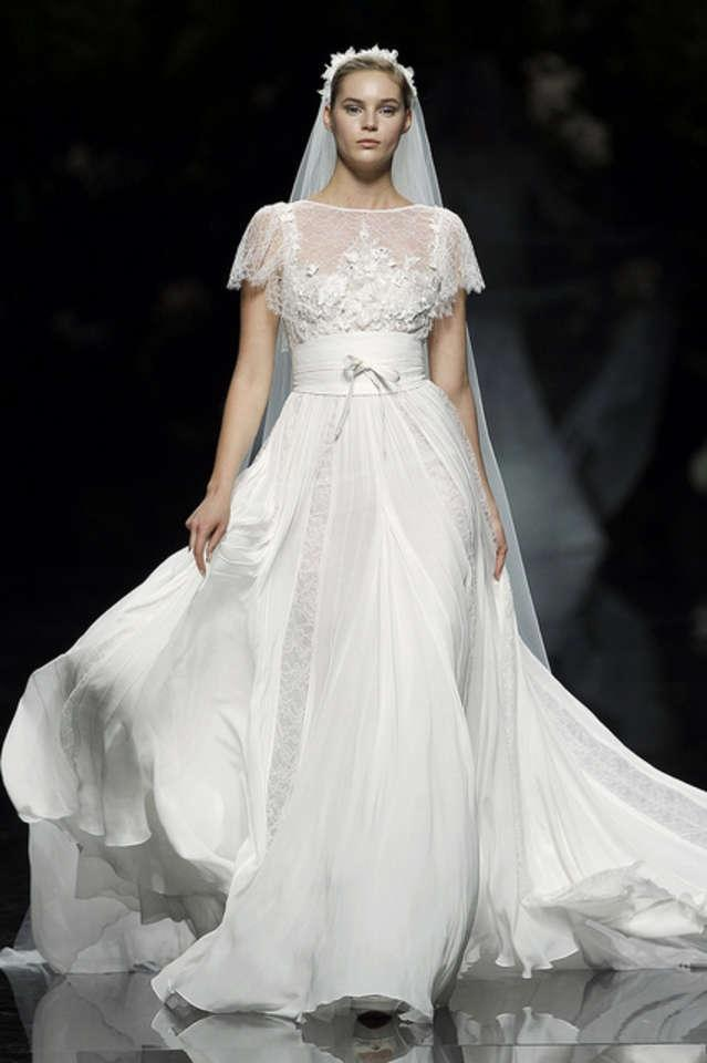 Elie Saab Ivory Chantilly Lace Silk Chiffon and Sequins Lorraine ...
