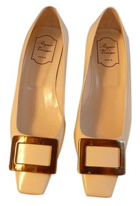 Roger Vivier 39.5 Chanel Ivory Pumps