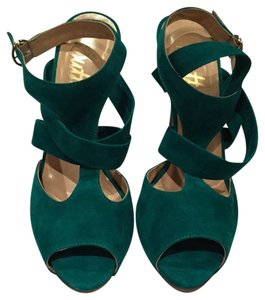 Butter Green Pumps