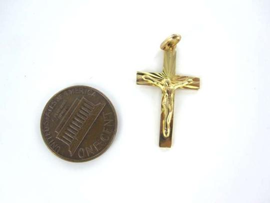 Vintage 14KT YELLOW GOLD PENDANT CHARM CROSS CHRISTIAN CRUCIFIX 1.1 DWT JESUS ITALY INR