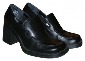 Mudd Moccasin Fresh Black Mules