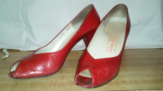 Bruno Magli red Pumps