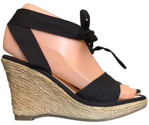 Volatile Black Wedges