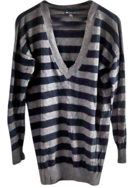 Preload https://item4.tradesy.com/images/gap-striped-sweaterpullover-size-12-l-3534283-0-0.jpg?width=400&height=650