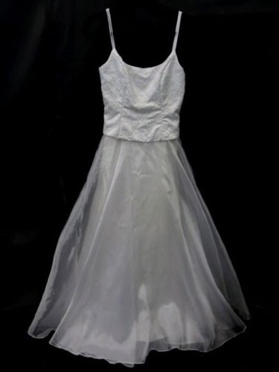 White Organza Unknown Feminine Wedding Dress Size 4 (S)
