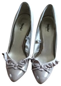 Mossimo Supply Co. Beige Pumps