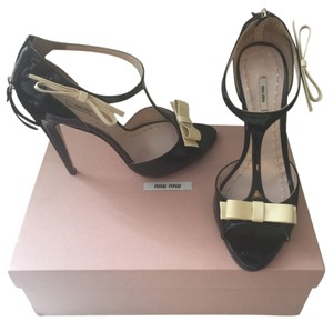 Miu Miu Summer Ankle Strap Patent Leather black and white Pumps