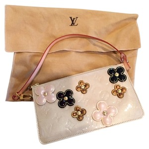 Louis Vuitton Beige Vernis Leather Lexington Flower Pochette Clutch