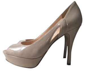 Marc Fisher Size 7.5 Heel Peep Toe Beige Pumps