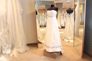 White Silk Satin 808 Wedding Dress Size 6 (S)