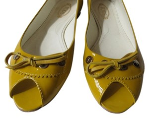 Tod's Yellow Patent Learher Flats