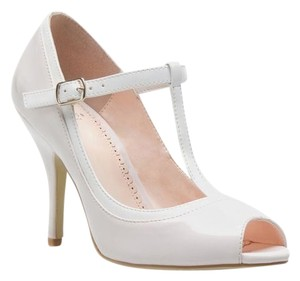 ShoeDazzle very light pink and white Pumps
